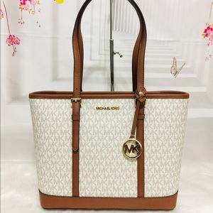 NWT Michael Kors Jet Set Vanilla Shoulder Tote Bag